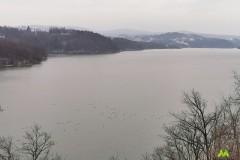 Jezioro, a a nim sporo kaczek