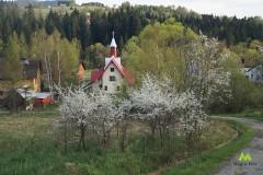 Widok na kościół w Glince