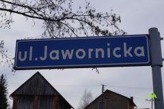 Podejście zaczynamy asfaltową ulicą Jawornicką