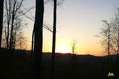 Słońce chowa się za górami